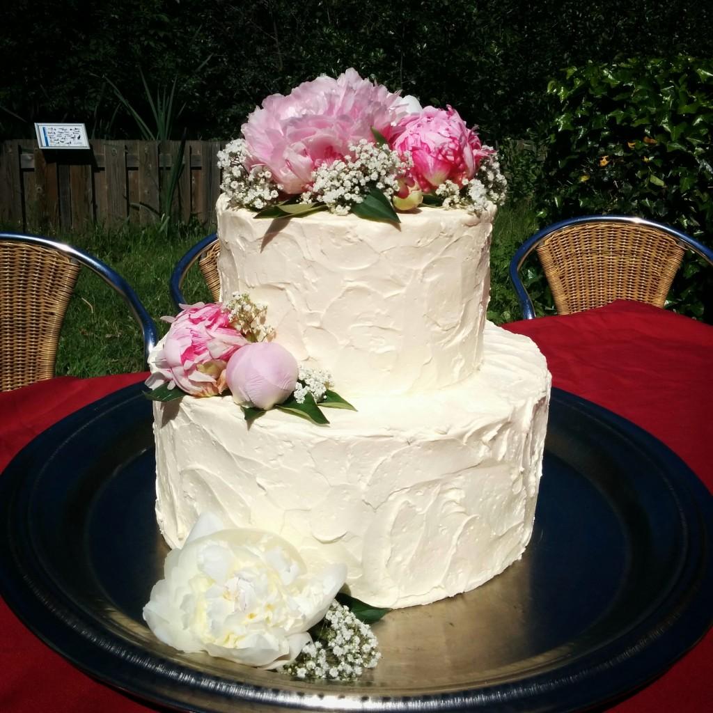 Bruidstaart met pioenrozen